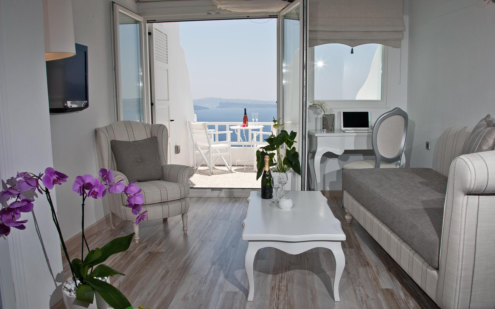 Santorini Honeymoon Suites, Delfini Villas